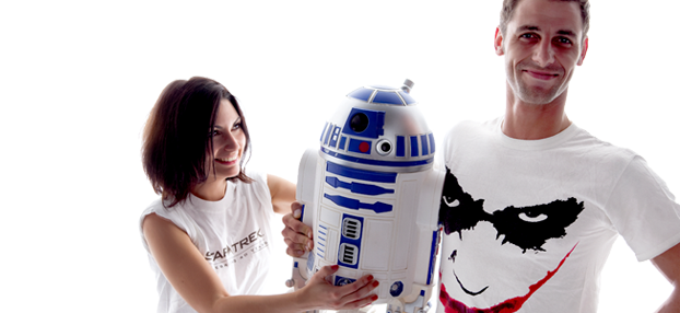 Un couple de geeks et un droid